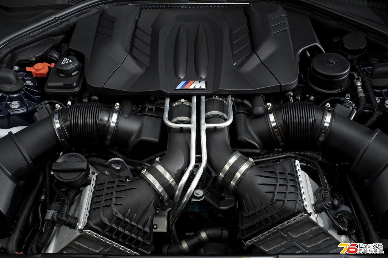 2013_BMW_M6_Coupe_02.jpg