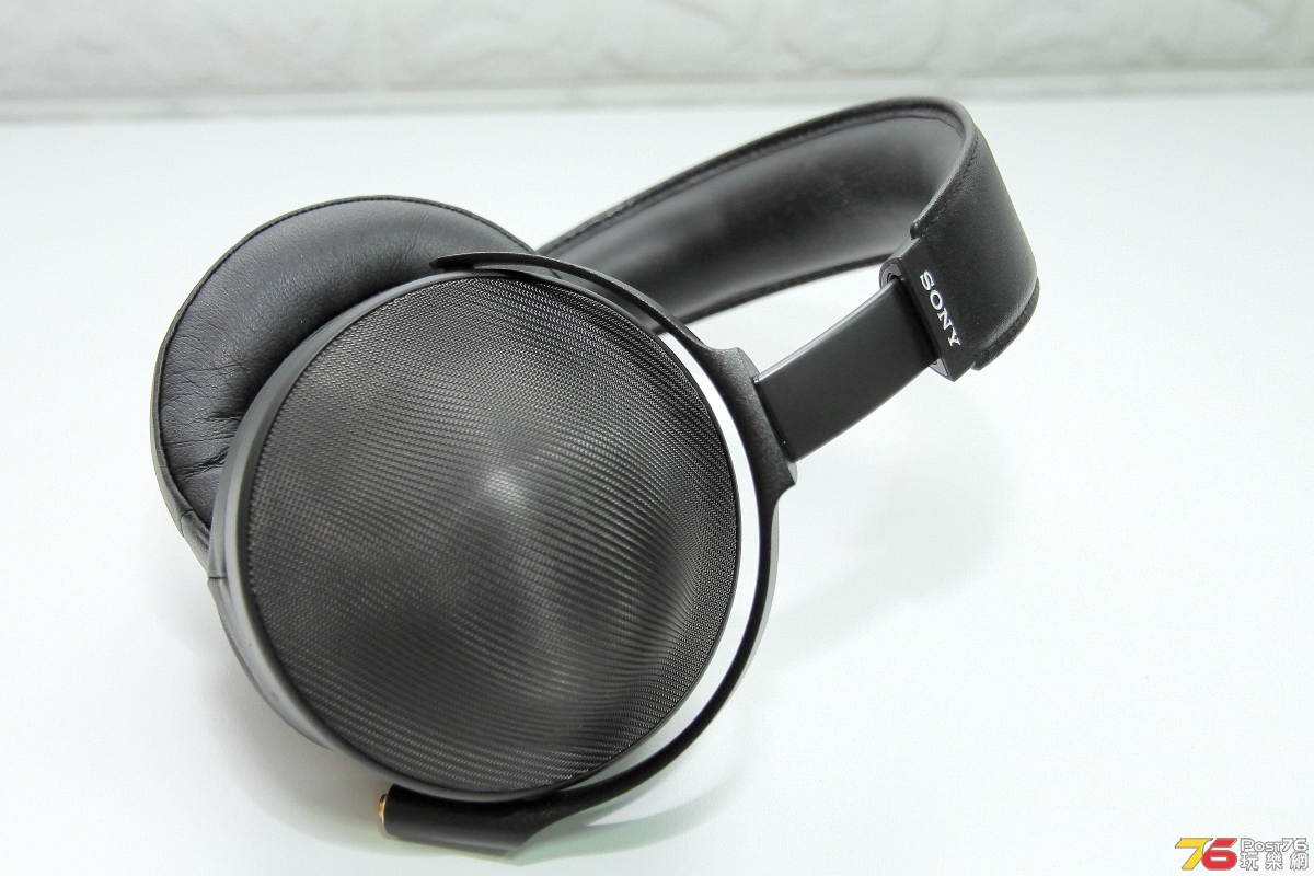 sony_ear_index_2035.JPG