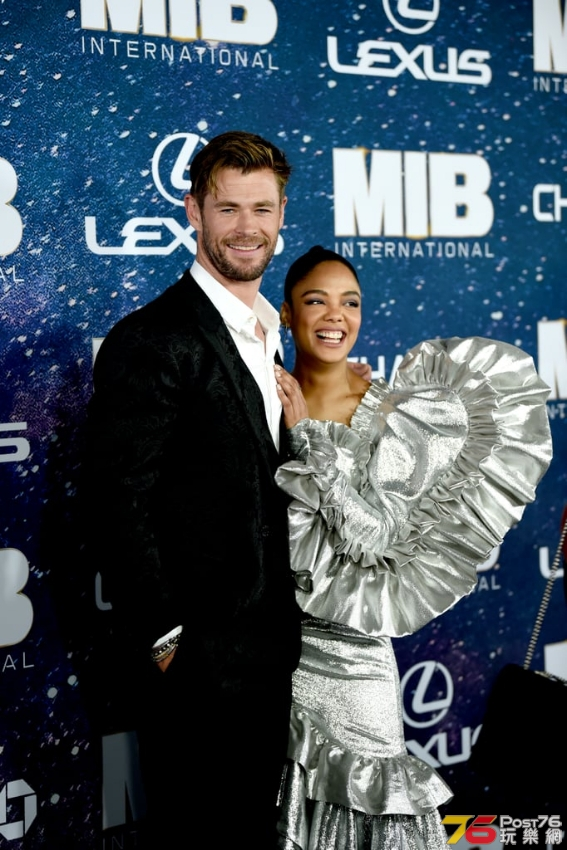 Chris-Hemsworth-Tessa-Thompson-Pictures.jpg