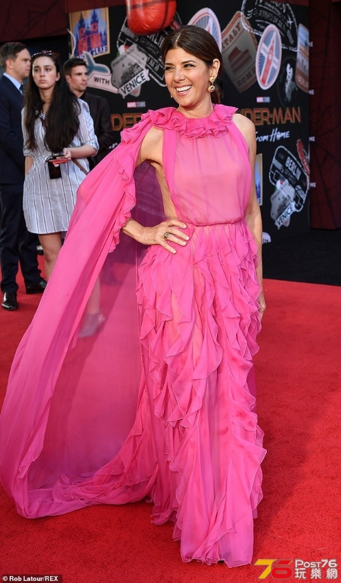 Marisa-Tomei-is-pretty-in-pink-ruffled-gown-at-Spider-Man-Far-From-Home-world-pr.jpg