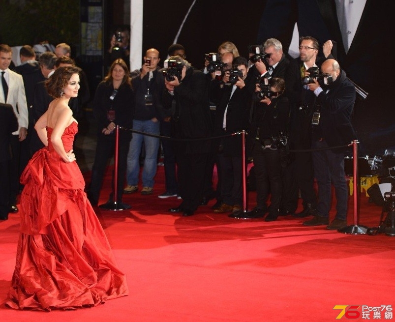 bond-skyfall-premiere-red-carpet.jpg
