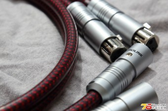 AcroLink_Cable_03